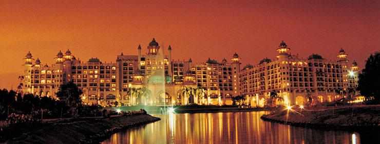 الفندق في المساء